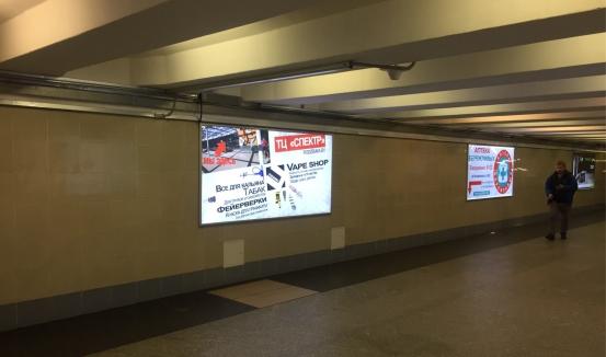 Ультраяркий световой лайтбокс на станции метро Уручье (переход) reklama-on.by
